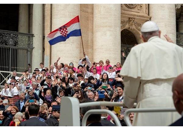Цео век реализује се гледиште римокатолика да се једино дефинитивним одвајањем Хрвата од Срба може решити хрватско-српски проблем